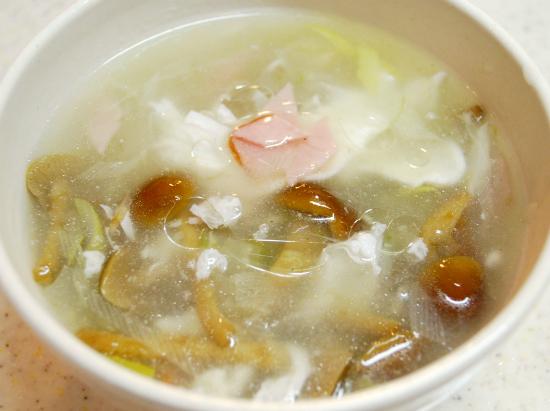 なめこと卵白のスープ