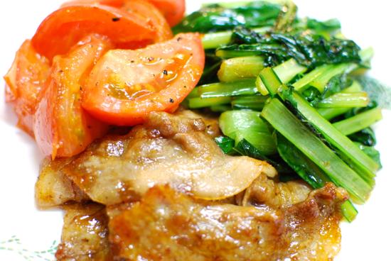 豚肉と小松菜のしょうが焼き トマトソテー添え7-550