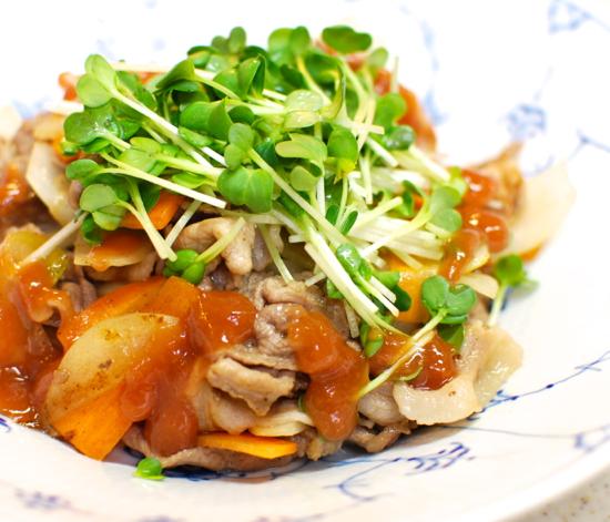 豚肉のごま油炒め 梅ソースかけ6-550