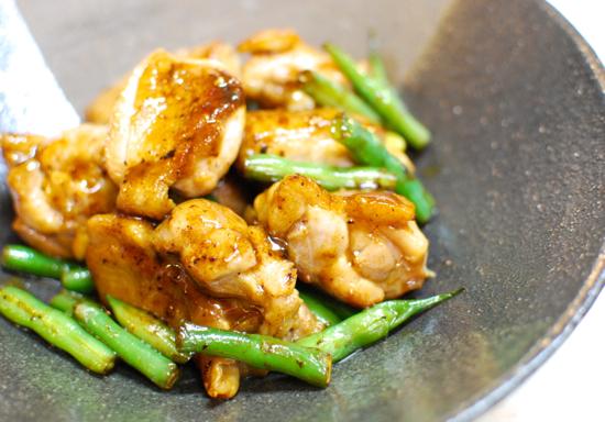 鶏肉といんげんのマヨポン炒め8-550