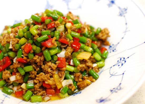 挽肉とにんにくの茎の炒めもの8-550